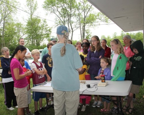 4-H Children and Their Families Learning about Banding.  Photo by Kathy Habgood